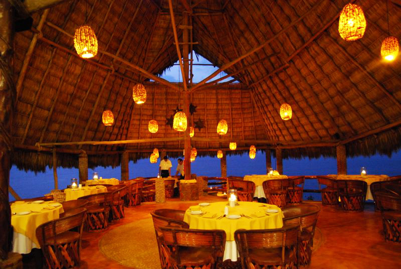 restaurant de nuit face a la mer
