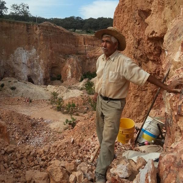 mineur d'opale mexicain